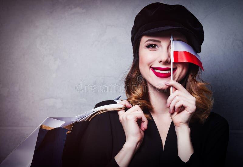 Dziewczyna w kapeluszu z torba na zakupy i flaga Polska obrazy stock