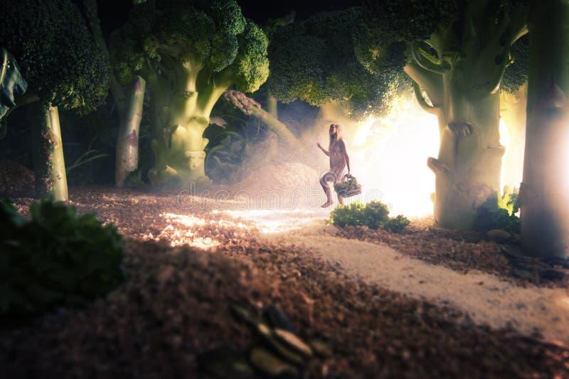 Dziewczyna w karmowym lesie obraz royalty free