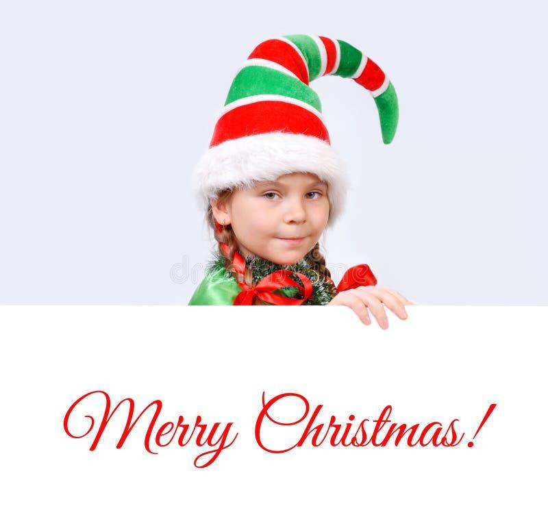 Dziewczyna w kostiumu Bożenarodzeniowy elf z sztandarem zdjęcia royalty free