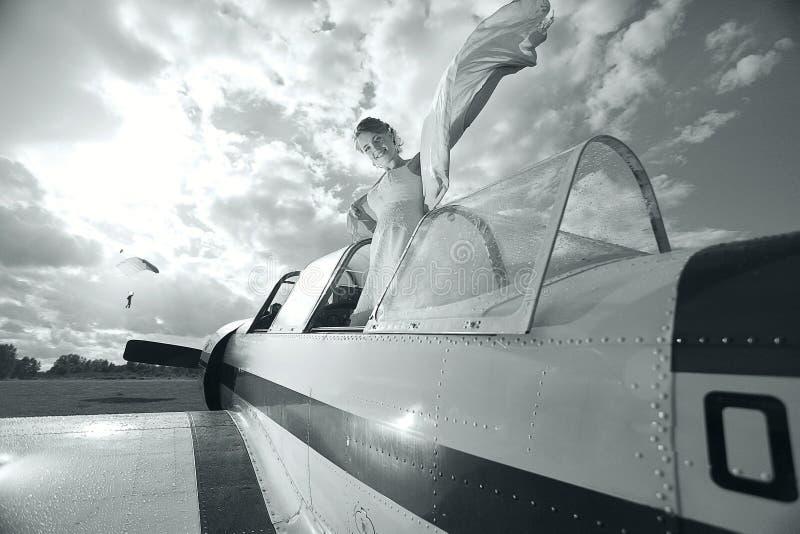 Dziewczyna w małym samolocie zdjęcie stock