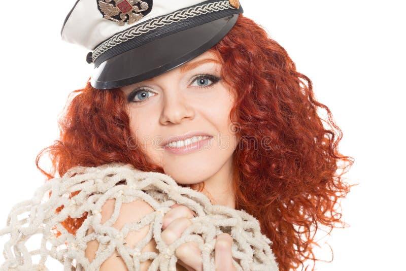 Dziewczyna w morskiej nakrętce i starej sieci rybackiej zdjęcia royalty free