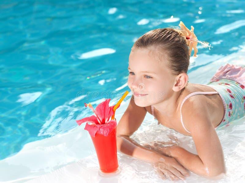 Dziewczyna w pływackim basenie zdjęcie stock