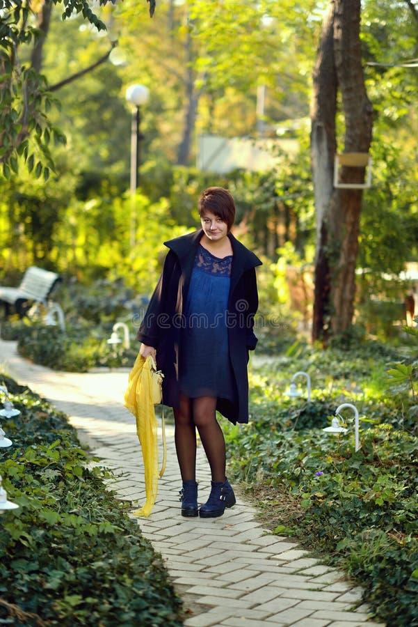 Dziewczyna w parku fotografia royalty free