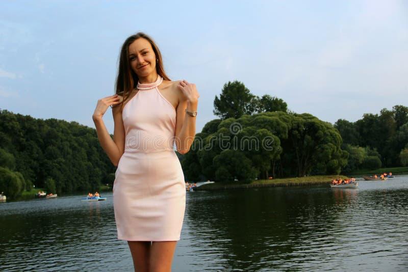 Dziewczyna w parku zdjęcie royalty free