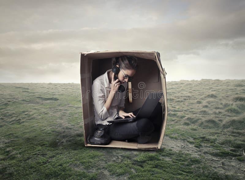 Dziewczyna w pudełku obrazy stock