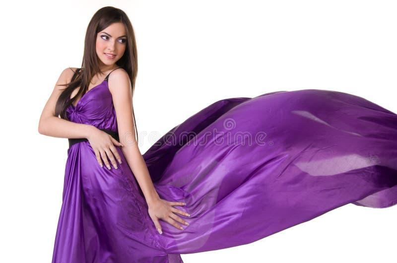 Dziewczyna w purpury latającej sukni zdjęcie royalty free