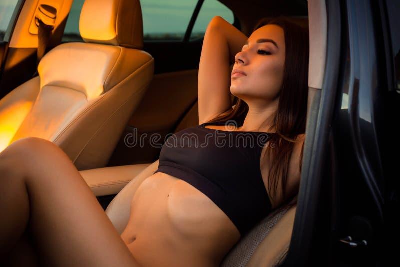 Dziewczyna w samochodzie zdjęcia stock