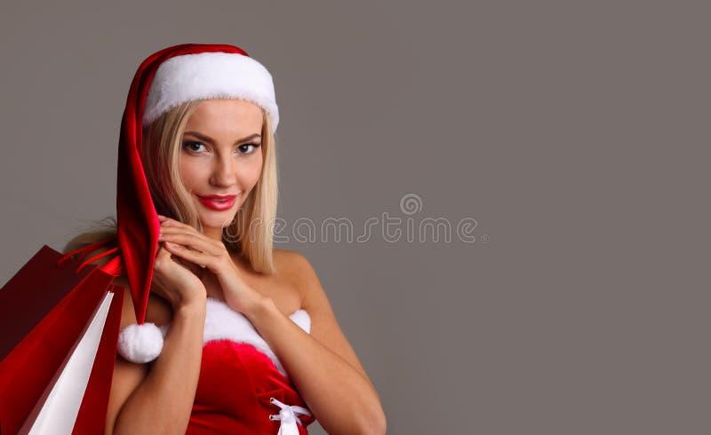 Dziewczyna w Santa Claus kostiumowym zakupy zdjęcie royalty free