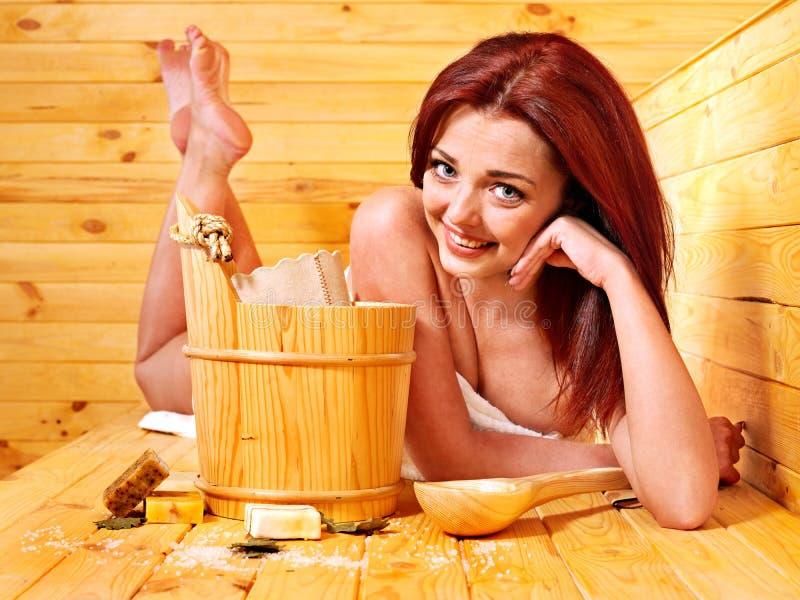 Dziewczyna w sauna. fotografia royalty free