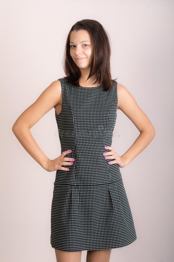 Dziewczyna w szarej sukience fotografia stock