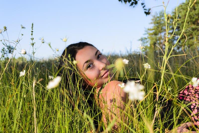 Dziewczyna w trawie obraz royalty free