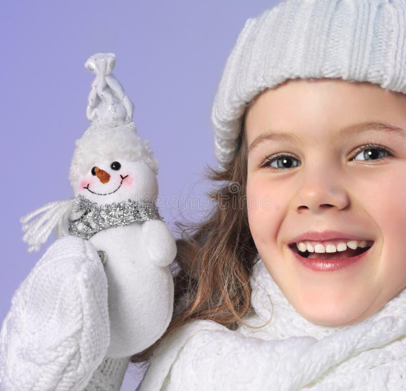 Dziewczyna w zimie odziewa obraz royalty free