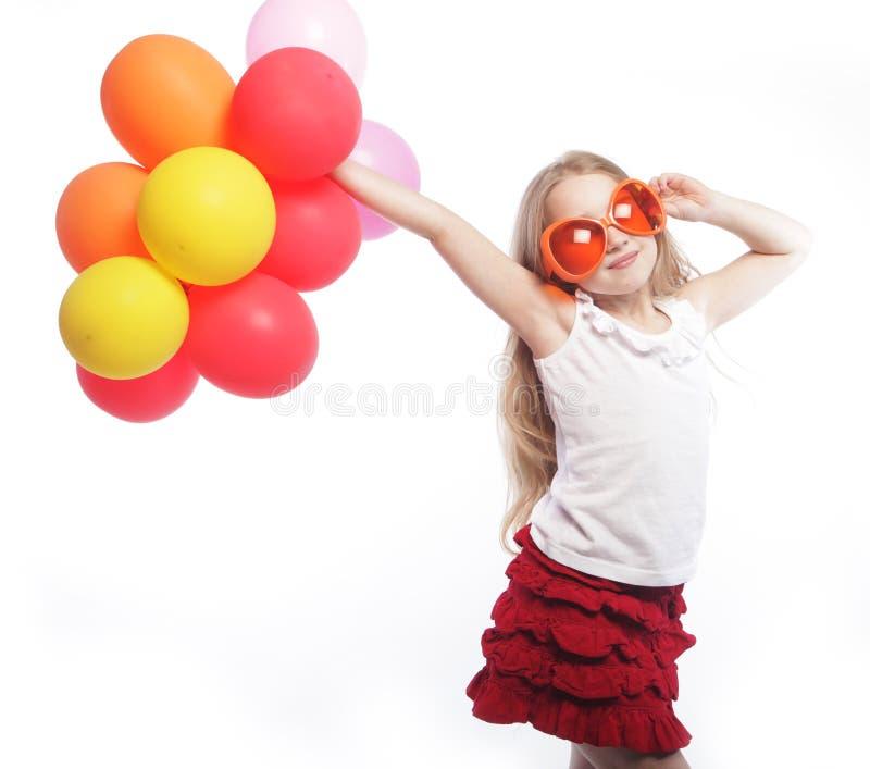 Dziewczyna z balonami i pomarańczowymi okularami przeciwsłonecznymi obraz royalty free