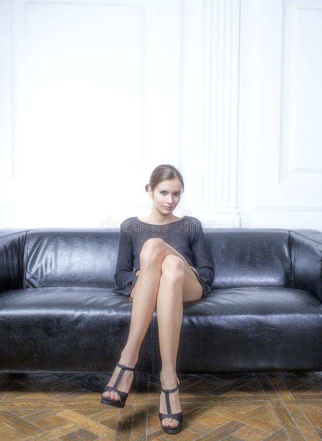 Dziewczyna z długimi noga skutka filmami zdjęcie royalty free