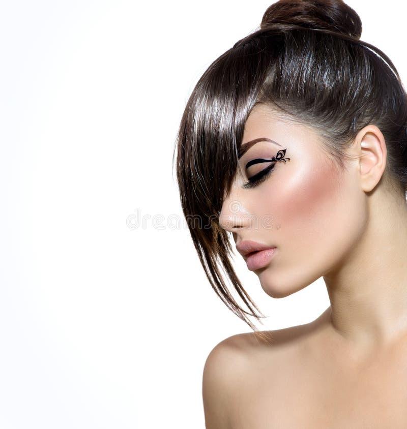 Dziewczyna Z Elegancką fryzurą zdjęcia royalty free