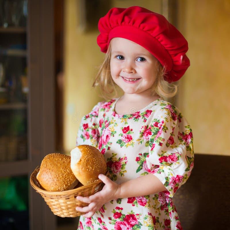 Dziewczyna z francuskim chlebem zdjęcia stock