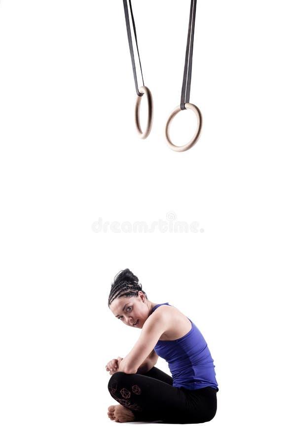 Dziewczyna z gimnastyczka pierścionkami fotografia royalty free