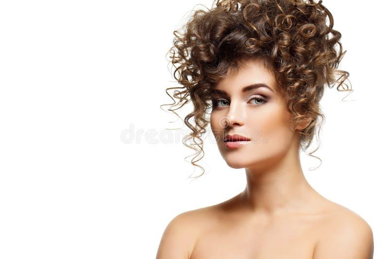 Dziewczyna z kędzierzawą fryzurą obraz stock