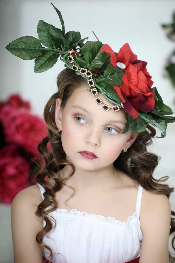 Dziewczyna z kwiatami obraz royalty free