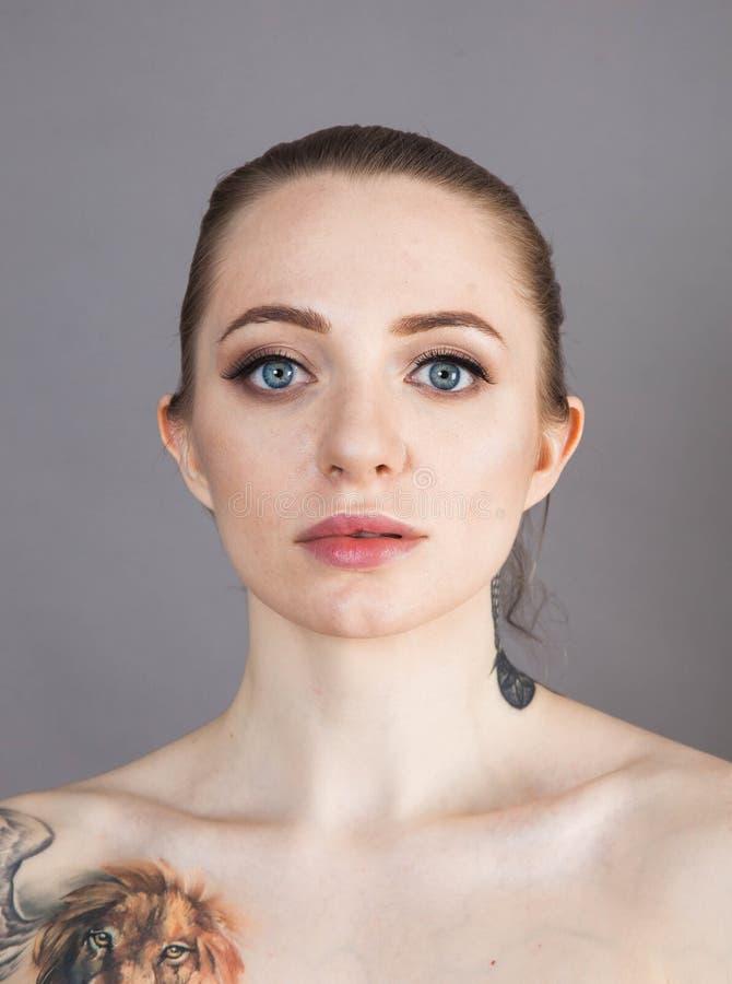 Dziewczyna z miękkim odprężeniem skóry po zabiegach Spa zdjęcie royalty free