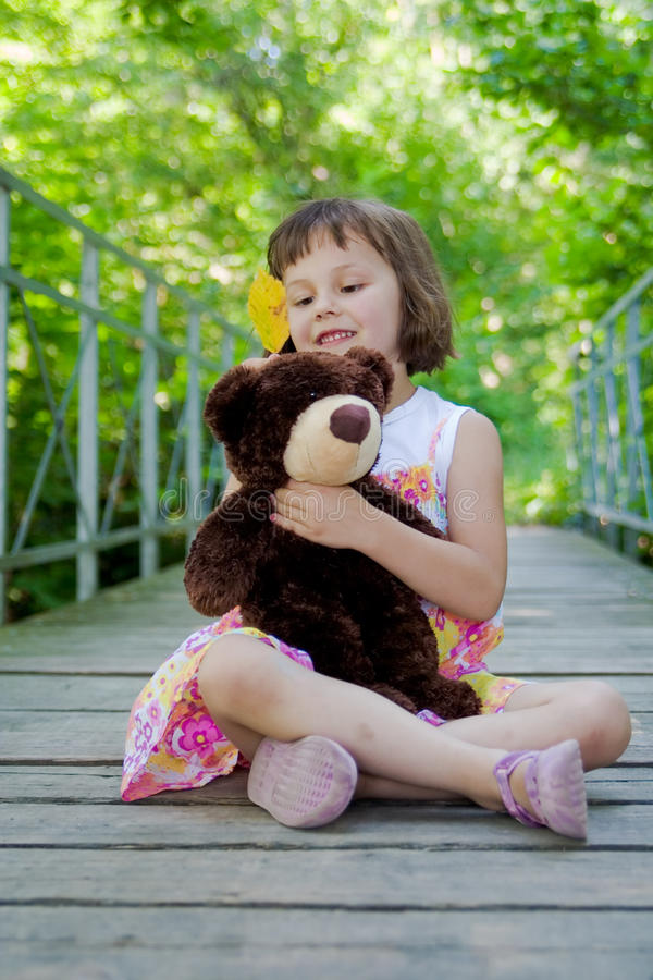 Dziewczyna z misiem zdjęcie royalty free