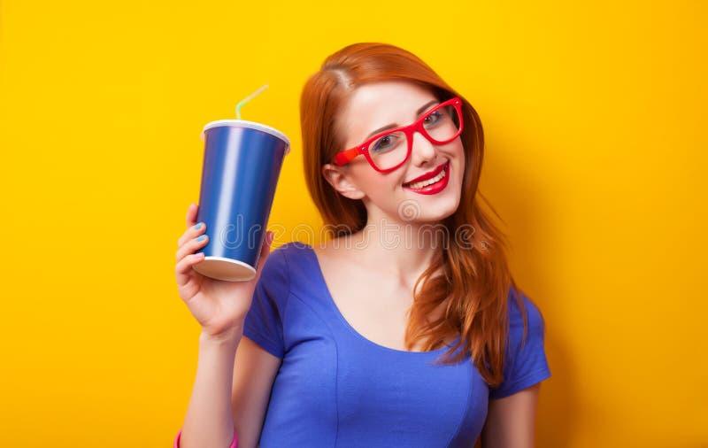 Dziewczyna z napojem obraz stock