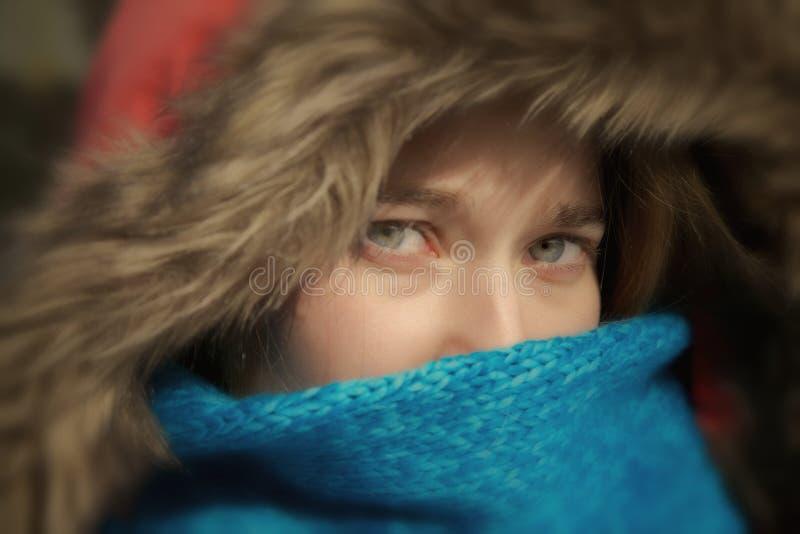 Dziewczyna z niebieskimi oczami zdjęcie royalty free