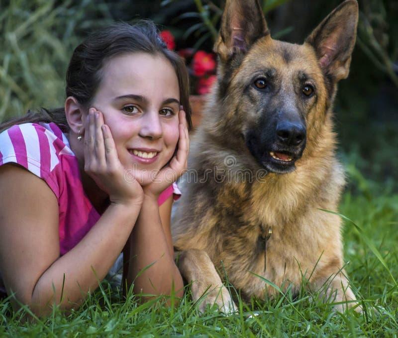 Dziewczyna z Niemiecką bacą obraz stock