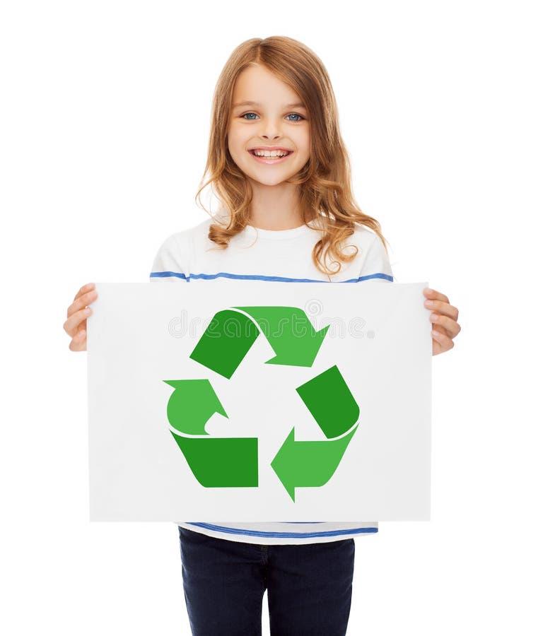 Dziewczyna z obrazkiem zieleń przetwarza symbol na papierze obrazy stock