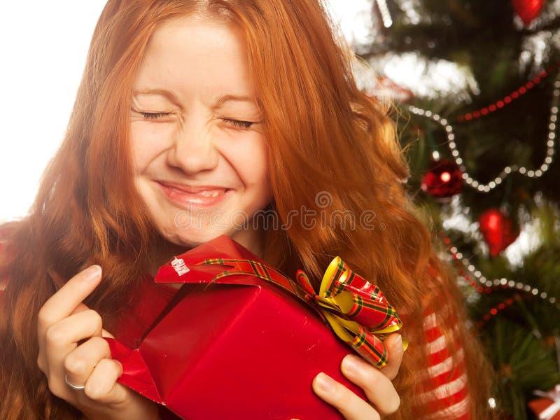 Dziewczyna z prezenta pudełkiem zdjęcie stock