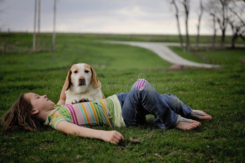 Dziewczyna z psem zdjęcia stock