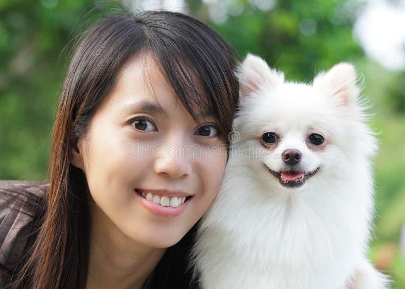 Dziewczyna z psem zdjęcie stock