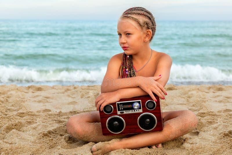 Dziewczyna z radiowym pisakiem zdjęcia royalty free
