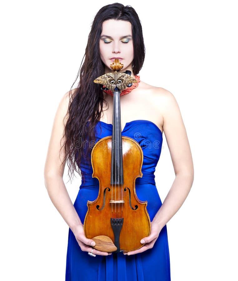 Dziewczyna z skrzypce i motylem fotografia stock