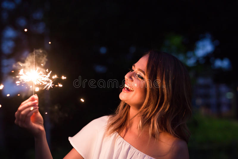 Dziewczyna z sparkler zdjęcie stock