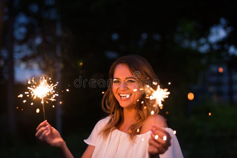 Dziewczyna z sparkler zdjęcia royalty free