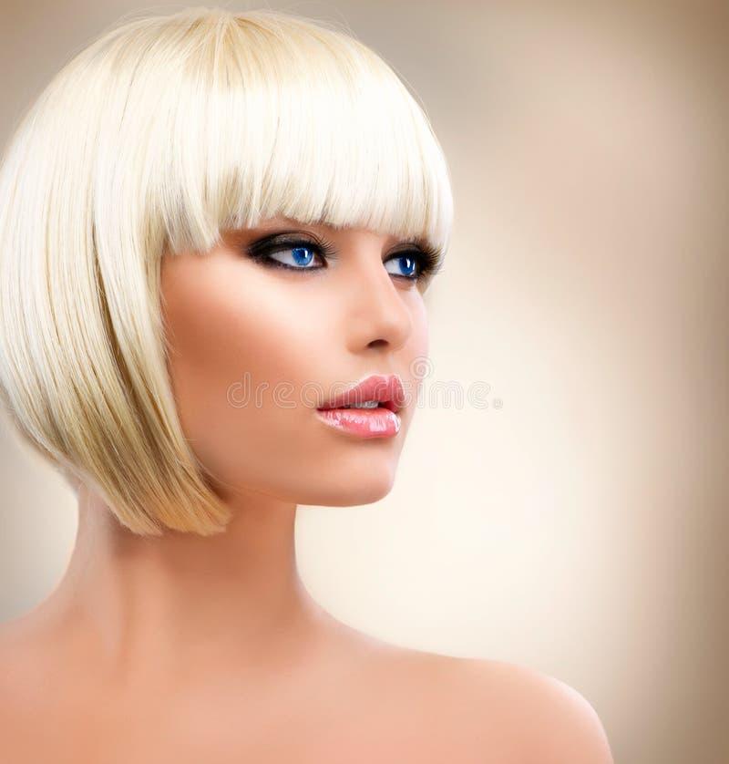 Dziewczyna z Zdrowym Krótkim Włosy zdjęcia stock