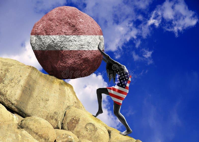 Dziewczyna, zawijająca w fladze zlani stany, podnosi kamień wierzchołek w postaci sylwetki flaga Latvia ilustracji