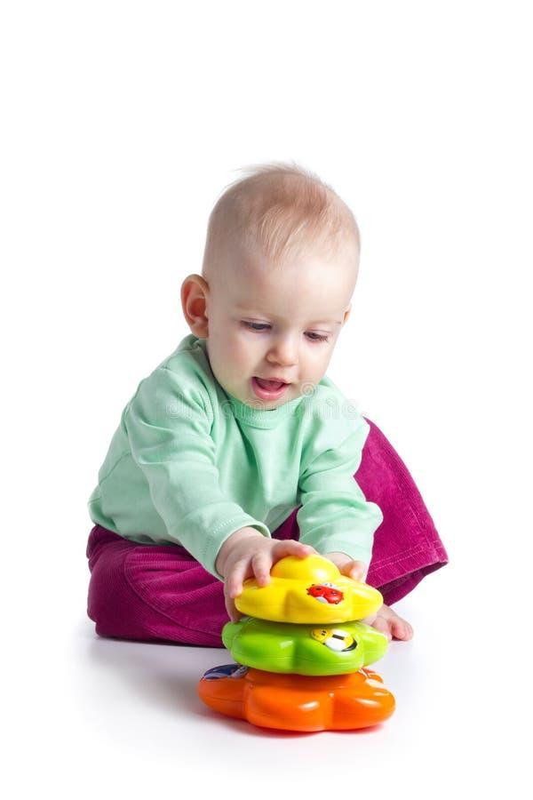 Dziewczynka bawić się z ostrosłupem obraz stock