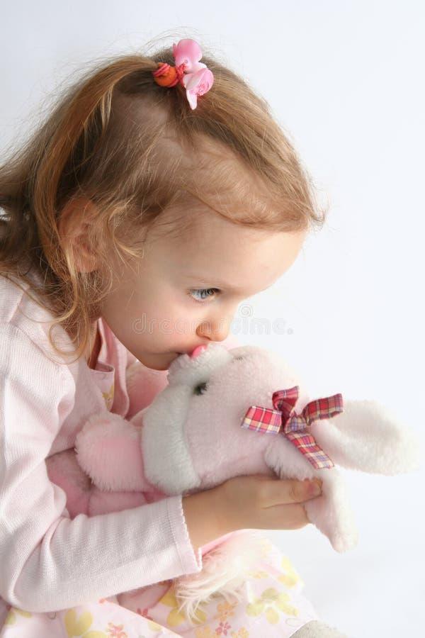 Dziewczynka i menchii królik zdjęcia royalty free