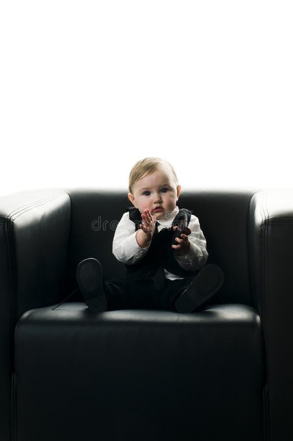 Dziewczynka na wykonawczym krześle zdjęcia royalty free