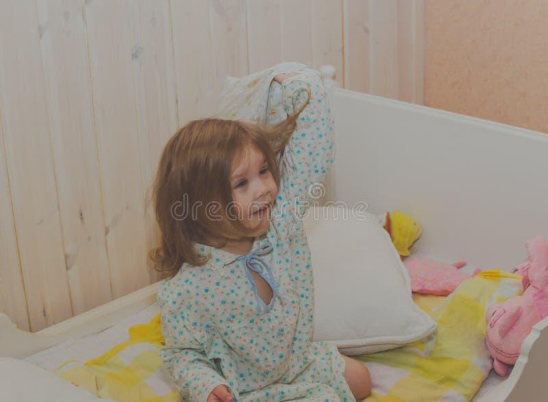 Dziewczynka w ściąga rozgrymasza obrazy royalty free