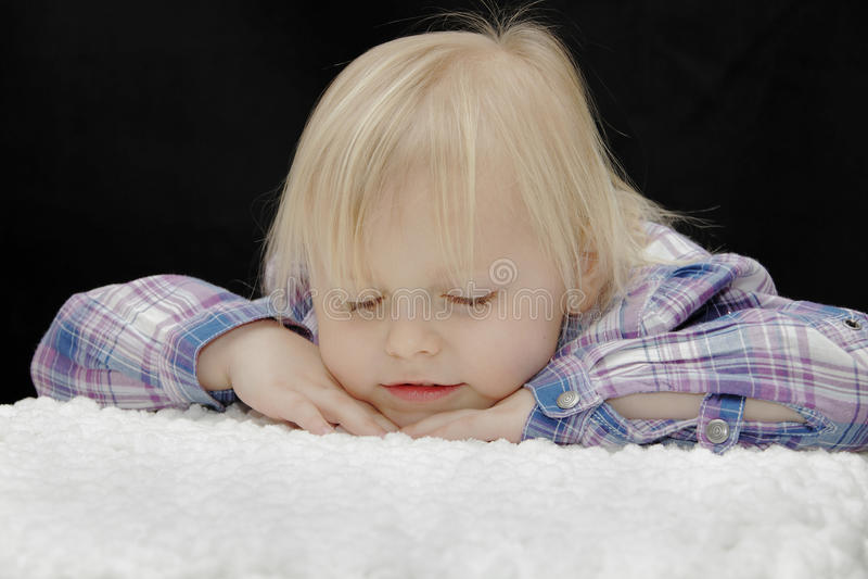 Download Dziewczynki dosypianie zdjęcie stock. Obraz złożonej z hairball - 19056320