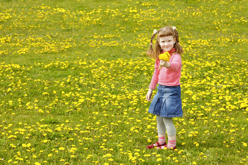 dziewczyny śliczna łąka obraz royalty free