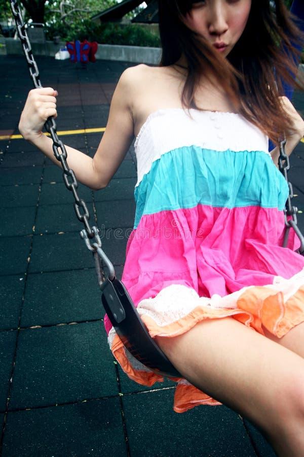 dziewczyny azjatykcia śliczna huśtawka fotografia royalty free