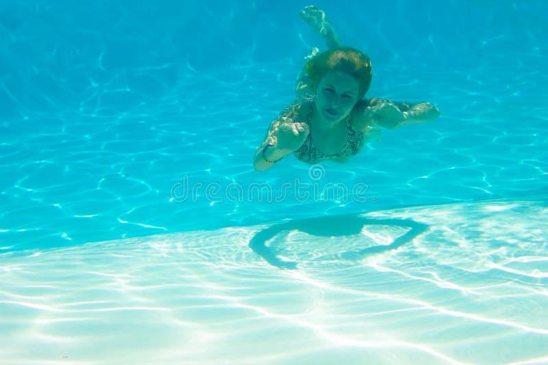 dziewczyny basenu underwater zdjęcia stock