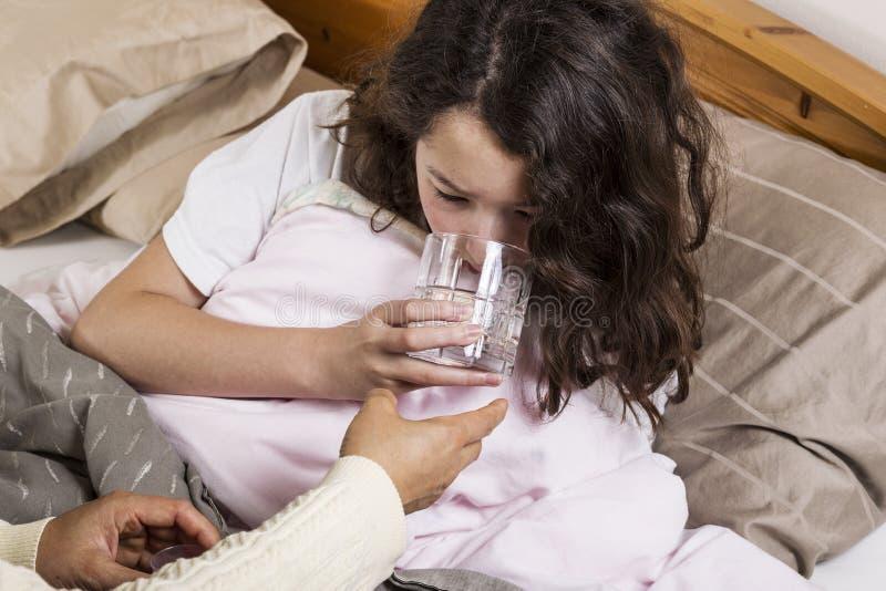 Dziewczyny chora Woda Pitna obraz royalty free