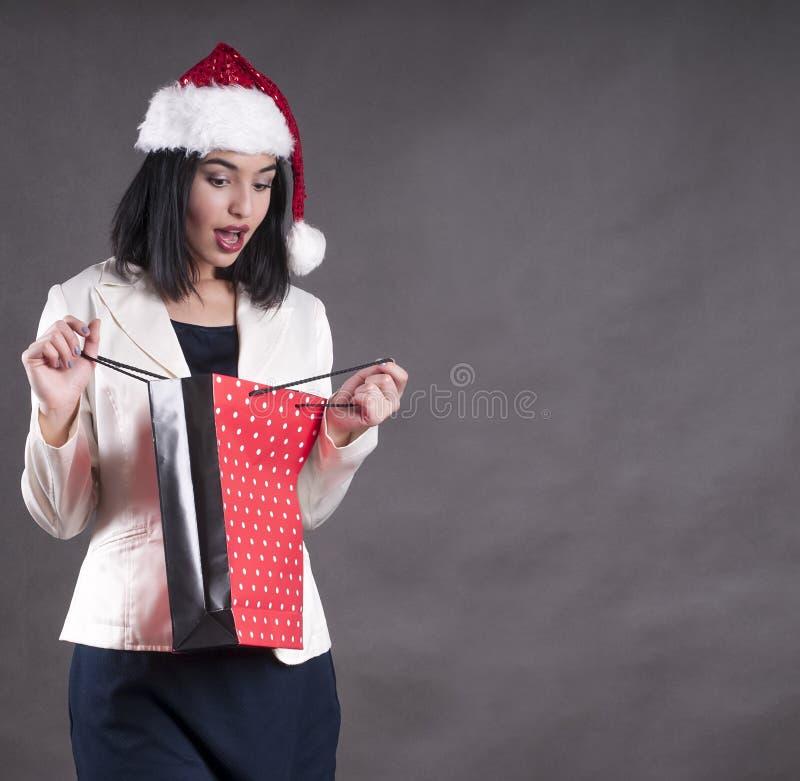 Dziewczyny Claus kapeluszowa torba dla prezenta sezonu fotografia stock