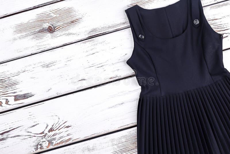 Dziewczyny czerni szkoły suknia, kopii przestrzeń obrazy royalty free