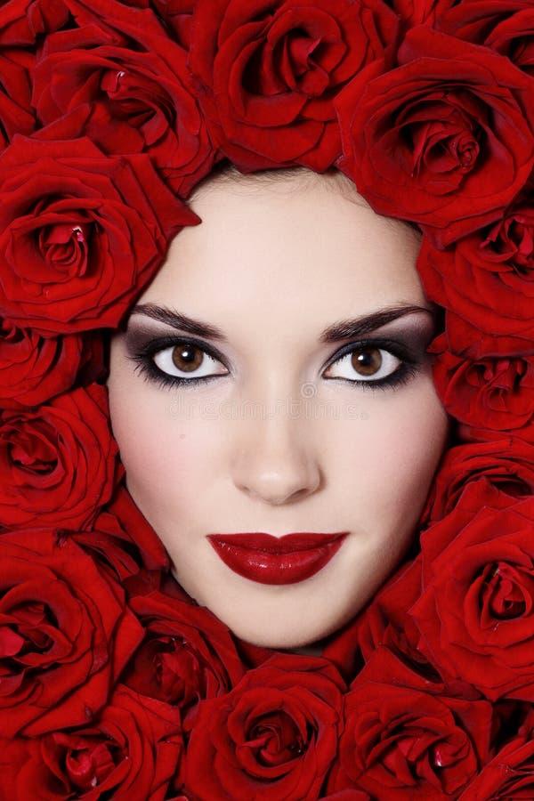 dziewczyny czerwieni róże obraz stock